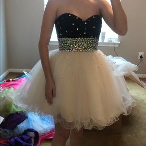 Mori Lee short prom size 8 fits like a size 6